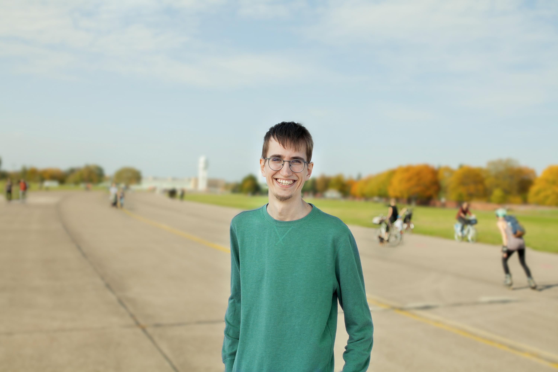 #wissenverdoppeln-Protagonist Marcel auf dem Tempelhofer Feld